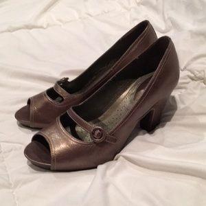 Clark's Artisan bronze pumps